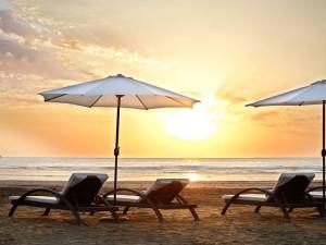coucher de soleil sur une plage en Azerbaidjan