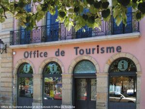 Facade d'un office de tourisme en France